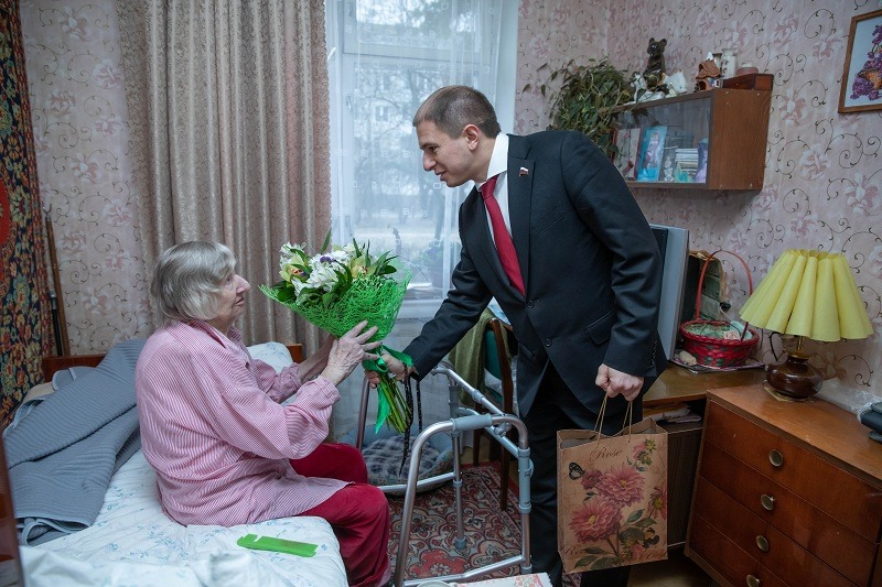 С жителями блокадного Ленинграда во Фрунзенском районе встретился Михаил Романов